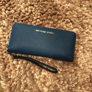 Michael Kors Wallet EUC!  Used a handful of times!